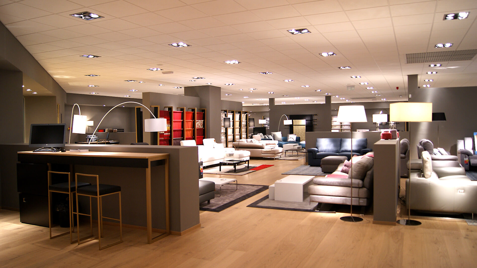 FURNISHING SOLUTIONS FOR RETAIL INDUSTRY